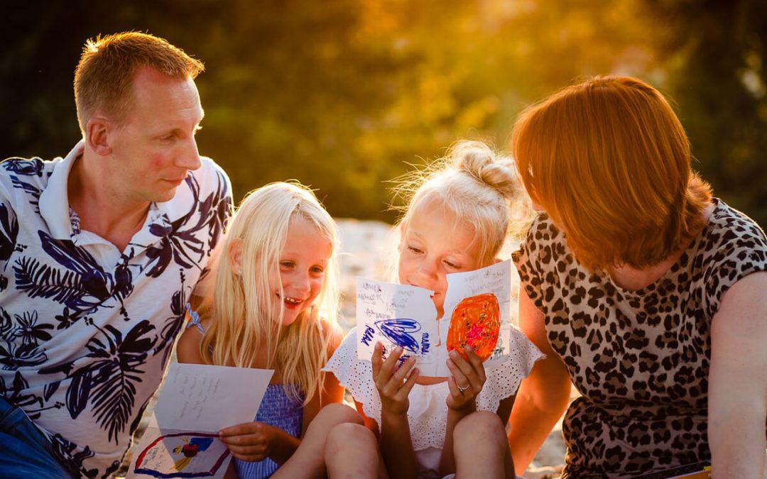 Familie shoot bij zonsondergang in Soesterduinen
